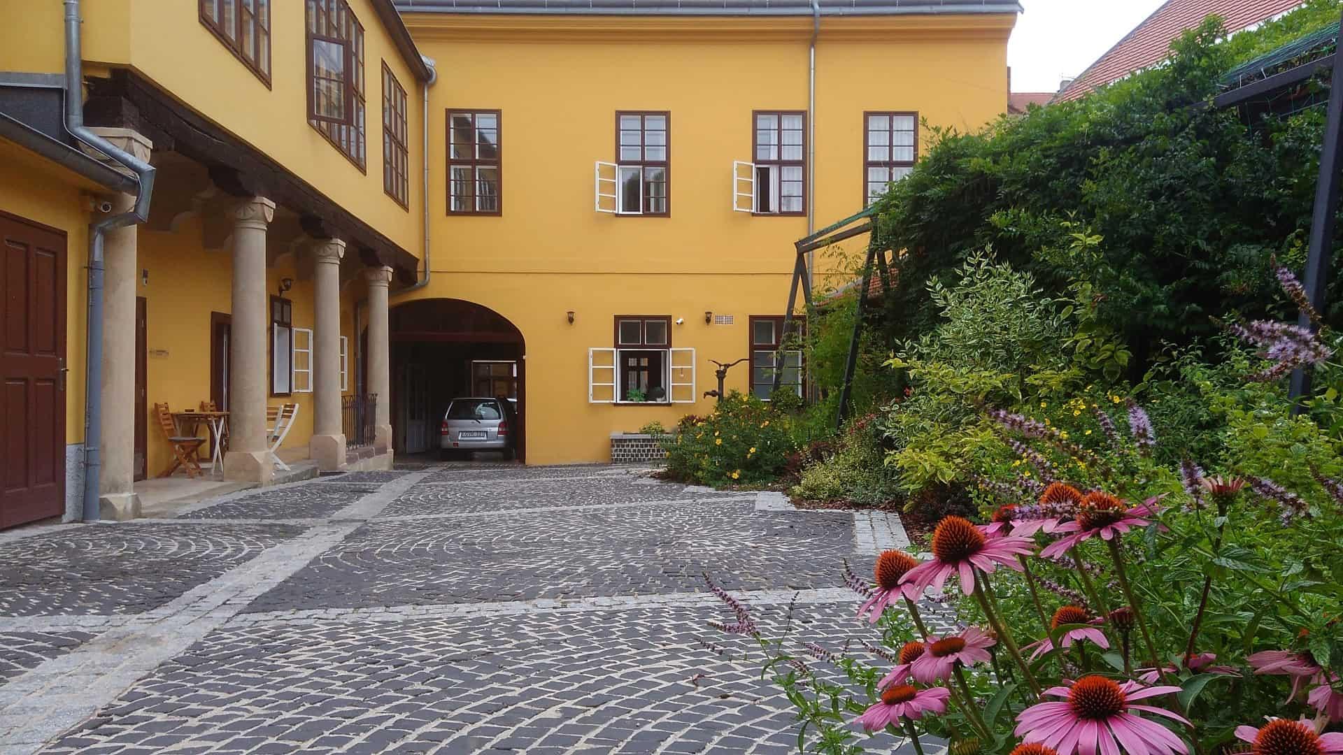 Ciszterci Ház Pécs udvara